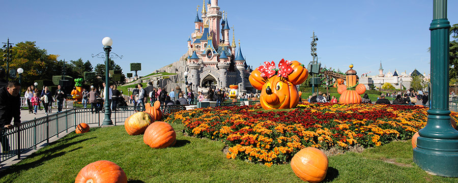 halloween-pumpkins-and-castle